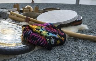 Gongu meditācija Antigravity audumos brīvdabā